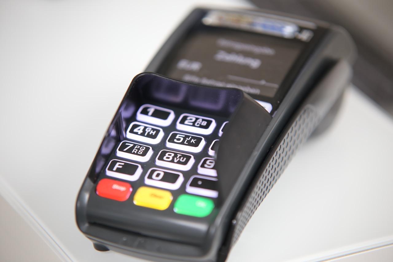 Modernes Kassensystem mit bar und EC-Cash Zahlungsmöglichkeit